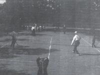 Zadbany kort tenisowy Antoniego Hejke / źródło: Jagiellonka 1906-1996. Płock 1996