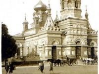 Wiec na placu przed kościołem garnizonowym / źródło: galeria.plock24.pl