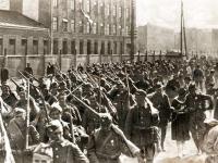 Wymarsz ochotników z Warszawy w sierpniu 1920 r. / źródło:  polska-zbrojna.pl