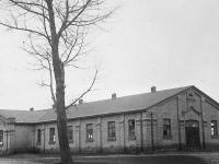 Fabryka rozpoczęła działalność w budynku po koszarach carskich / źródło: starysierpc.wordpress.com