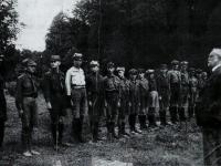 Harcerze I DH im. Mohorta w gotowości / źródło: Dzieje Harcerstwa Płockiego 1912-2012..., Płock 2013
