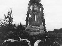 Pomnik ku czci poległych w 1920 r. strzelców 81 pp w Mostach / źródło: wikipedia.org