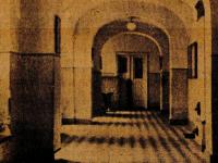 Opustoszały korytarze szkolne / źródło:  Małachowiak Jednodniówka..., Płock 1958
