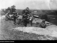 Polscy żołnierze z ciężkim karabinem maszynowym / źródło:  NAC
