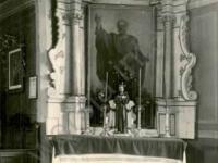 Ołtarz boczny w kościele w Imielnicy / źródło: Nasze Korzenie 2013 r. nr 4,  s. 26