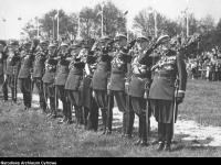 Półbiałorusin St. Bułak-Bałachowicz (drugi od lewej) po wojnie pozostał w Wojsku Polskim / źródło: NAC