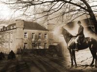 Janusz Herlaine na tle zamku Hautregard / źródło: buwlog.uw.edu.pl