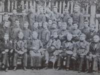 Nauczyciele i absolwenci Gimnazjum Gubernialnego w 1865 r.  / źródło:  Małachowianka, Płock 1995
