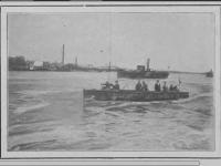 W tle statek Stefan Batory / źródło: Tygodnik Ilustrowany 1920 nr38 s. 729